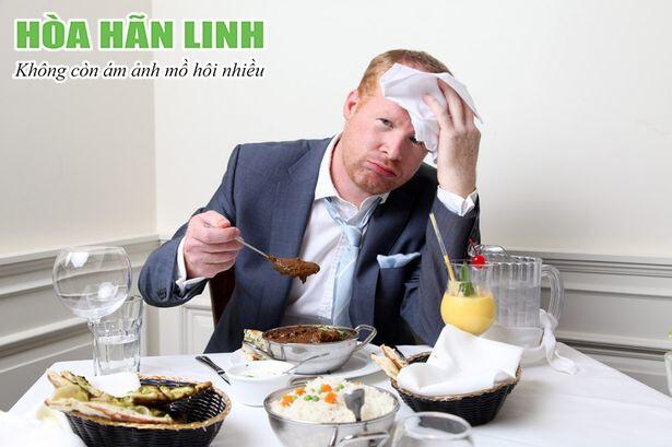 Đổ mồ hôi sau ăn là dấu hiệu của tăng tiết mồ hôi vị giác